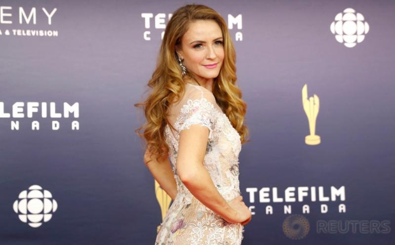 WOW! Helena Joy Pakai Gaun Putih Transparan di Canadian Screen Awards