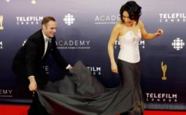 Carmen Moore Pilih Pakai Gaun Ini, Ribet Enggak Sih?