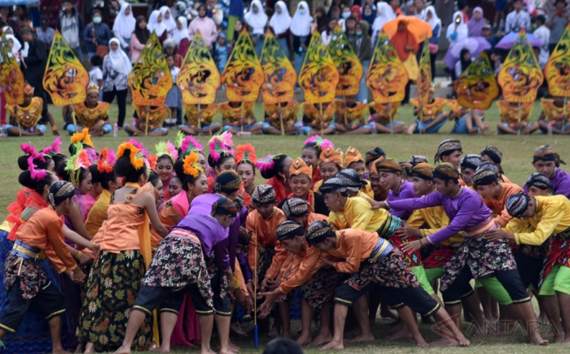 Sendratari Legenda Ular Naga Baruklinting Libatkan 500 Penari