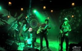 Plesetan Lirik Lagu yang Inspiratif dari Orkes Moral Pengantar Minum Racun (PMR)