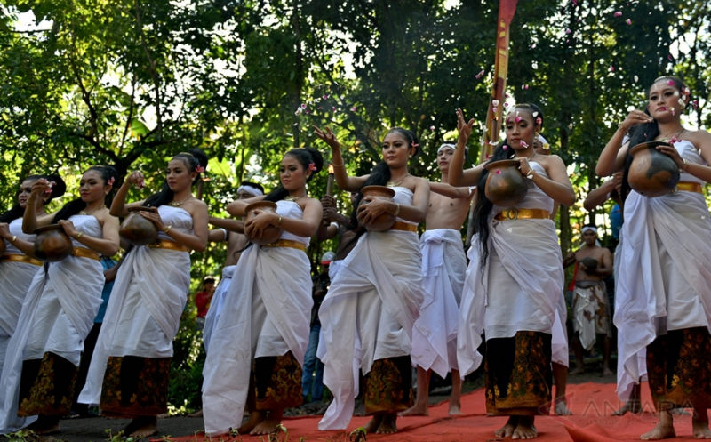 Gelar Budaya Nyadran Kali di Desa Wisata Kandri Semarang
