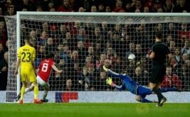 Juan Mata (dua kiri) mencetak gol ke gawang FC Rostov pada leg kedua babak 16 besar Liga Eropa 2016-2017, di Stadion Old Trafford, Jumat (17/3/2017) dini hari WIB. (Reuters/Andrew Yates)