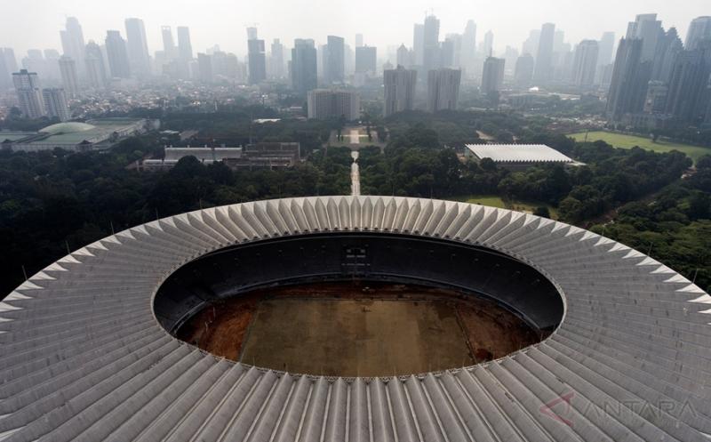 Foto aerial renovasi Stadion Utama Gelora Bung Karno di Senayan, Jakarta, Jumat (17/3/2017). Kemenpora menyatakan renovasi stadion untuk Asian Games 2018 tersebut sudah mencapai sekitar 47,5 persen dan ditargetkan selesai pada Oktober 2017 agar dapat segera dilakukan tes event 10 cabang olah raga.