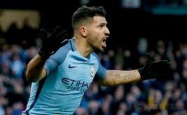 Pemain Manchester City Sergio Aguero melakukan selebrasi setelah mencetak gol ke gawang Liverpool pada laga lanjutan Liga Inggris 2016-2017 di Etihad Stadium, Senin (20/3/2017) dini hari WIB. Manchester City harus puas berbagi poin dengan Liverpool setelah kedua tim bermain imbang 1-1. (Reuters/Andrew Yates)