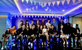 Foto bersama para pengisi dan pendukung acara Dahsyat pada konferensi pers HUT Dahsyat di MNC Tower 2, Kebon Jeruk, Jakarta Barat, Senin (20/3/2017). '9'enerasi Dahsyat merupakat tema dalam kemeriahan perayaan ulang tahun Dahsyat yang akan digelar pada Rabu 22 Maret nanti.