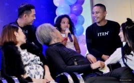 Romaria saat menjawab pertanyaan media pada konferensi pers HUT Dahsyat di MNC Tower 2, Kebon Jeruk, Jakarta Barat, Senin (20/3/2017). '9'enerasi Dahsyat merupakat tema dalam kemeriahan perayaan ulang tahun Dahsyat yang akan digelar pada Rabu 22 Maret nanti.