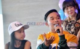 Anwar saat menjawab pertanyaan media pada konferensi pers HUT Dahsyat di MNC Tower 2, Kebon Jeruk, Jakarta Barat, Senin (20/3/2017). '9'enerasi Dahsyat merupakat tema dalam kemeriahan perayaan ulang tahun Dahsyat yang akan digelar pada Rabu 22 Maret nanti.