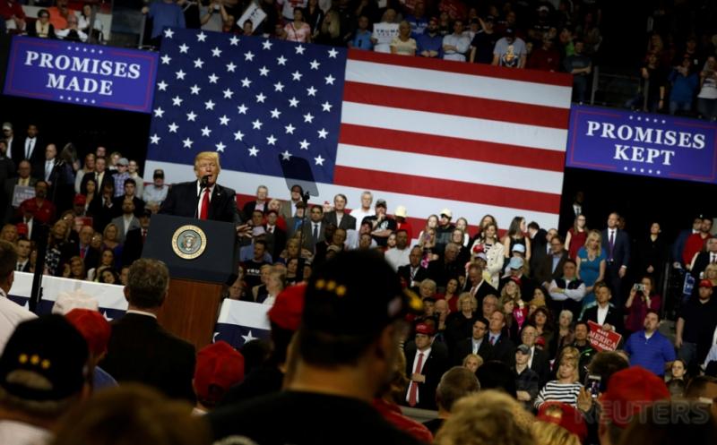 Presiden Amerika Serikat (AS) Donald Trump memberikan pidatonya di Louisville, Kentucky, AS, Senin (20/3/2017) waktu setempat.