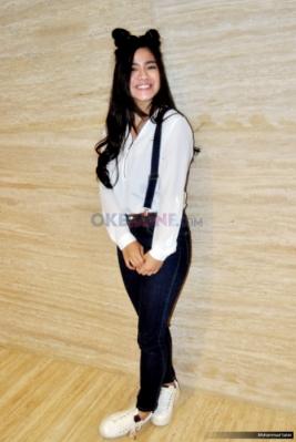 Host Dahsyat Felicya Angelista saat ditemui usai konferensi pers HUT ke-9 Dahsyat di MNC Tower 2, Kebon Jeruk, Jakarta Barat, Senin (20/3/2017). Di tahun kedua bersama Dahsyat, Felicya sangat bangga bisa bergabung dengan keluarga Dahsyat.