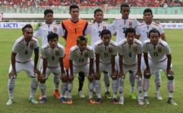 Sejumlah pesepak bola Timnas Myanmar melakukan sesi foto sebelum pertandingan persahabatan melawan Timnas Myanmar di Stadion Pakansari, Cibinong, Bogor, Jawa Barat, Selasa (21/3/2017).