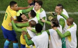 Para pemain Timnas Brasil melakukan selebrasi dalam Kualifikasi Piala Dunia 2018 di Arena Corinthians stadium, Sao Paulo, Brasil, Rabu (29/3/2017).  Timnas Brasil berhasil meraih tiga angka dalam lanjutan Kualifikasi Piala Dunia 2018 zona Amerika Selatan. Bertemu Paraguay, tim besutan Tite itu berhasil meraih kemenangan dengan skor telak 3-0.(REUTERS/Paulo Whitaker)