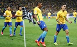 Pemain Brasil Philippe Coutinho melakuka selebrasi usai mencetak gol kegawang Paraguay dalam Kualifikasi Piala Dunia 2018 di Arena Corinthians stadium, Sao Paulo, Brasil, Rabu (29/3/2017).  Timnas Brasil berhasil meraih tiga angka dalam lanjutan Kualifikasi Piala Dunia 2018 zona Amerika Selatan. Bertemu Paraguay, tim besutan Tite itu berhasil meraih kemenangan dengan skor telak 3-0.(REUTERS/Nacho Doce)