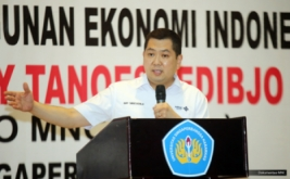 <p>  Chairman & CEO MNC Group Hary Tanoesoedibjo memberikan kuliah umum di Universitas Singaperbangsa, Karawang, Jawa Barat, Kamis (30/3/2017).</p>