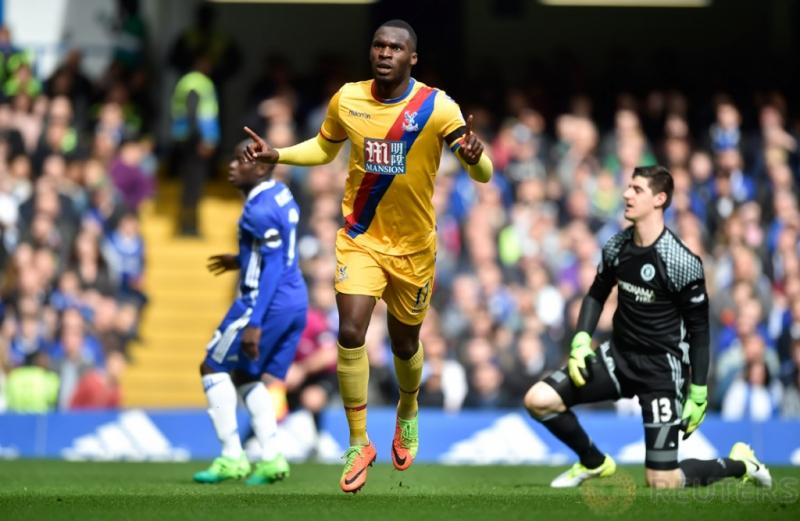 Selebrasi Christian Benteke usai mencetak gol kedua untuk Chrystal Palace pada pertandingan Liga Inggris Chelsea vs Crystal Palace di Stamford Bridge, Sabtu (1/4/2017) malam WIB. Reuters / Hannah McKay