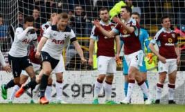 Selebrasi pemain Tottenham Eric Dier usai mencetak gol pertama untuk tim pada pertandingan Burnley vs  Tottenham Hotspur di Turf Moor Stadion, Sabtu (1/4/2017) malam WIB.Reuters / Jason Cairnduff