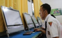 <p>  Pelaksanaan Ujian Nasional Berbasis Komputer (UNBK) Sekolah Menengah Kejuruan (SMK) di Jakarta dan sejumlah daerah di Tanah Air.</p>