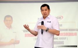 <p>  Chairman & CEO MNC Group Hary Tanoesoedibjo memberikan kuliah umum kepada ratusan mahasiswa Universitas Indo Global Mandiri (UIGM) di Palembang, Sumatera Selatan, Rabu (5/4/2017).</p>