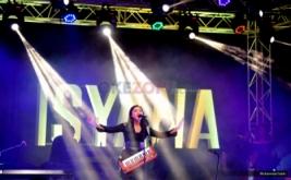 Buka Showcase Raisa & Isyana, Isyana Bawakan Lagu Pesta