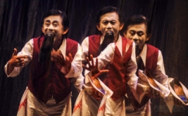Pantomim Sena Didi Mime Mainkan La Symphonie Du Cemput Numero 8