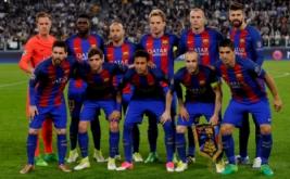 Para pemain Barcelona berfoto bersama sebelum pertandingan melawan Juventus pada laga leg pertama perempatfinal Liga Champions 2016-2017 di J-Stadium, Italia, Rabu (12/4/2017) dini hari WIB. (Reuters/Giorgio Perottino)