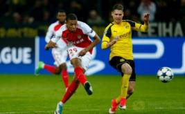 Pemain AS Monaco Kylian Mbappe-Lottin mencetak gol ke gawang Borussia Dortmund pada leg pertama babak perempat-final Liga Champions musim ini di Signal Iduna Park, Jerman, Kamis (13/4/2017) dini hari WIB. (Reuters/Ralph Orlowski)
