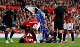 Ekspresi pemain Chelsea Diego Costa usai berbenturan dengan pemain MU Marcos Rojo pada pertandingan Manchester United vs Chelsea di Stadion Old Trafford Inggris, Minggu (16/4/2017) malam. Reuters/Phil Noble