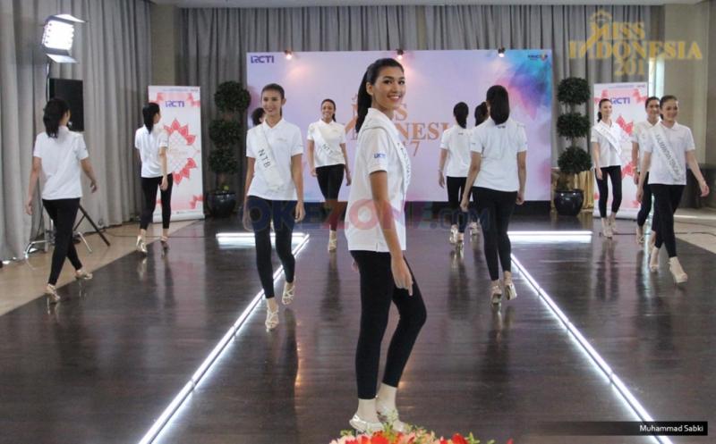 MISS INDONESIA 2017: Melihat Latihan Catwalk Finalis Miss Indonesia