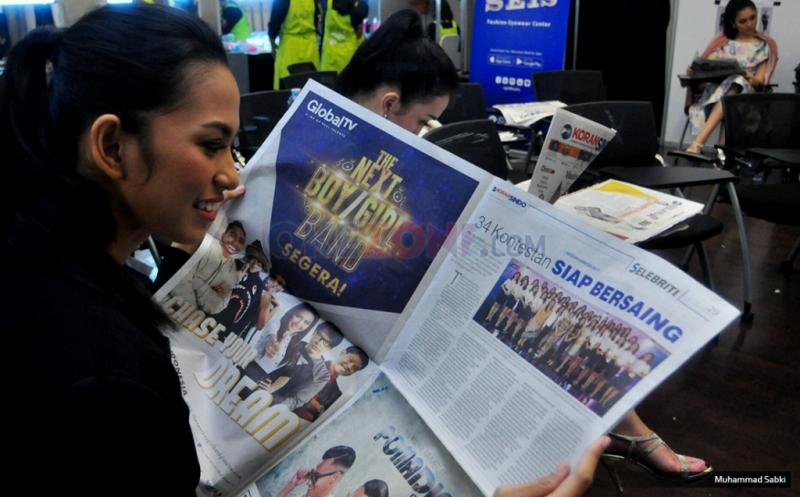 Tunggu Penjurian Awal, Finalis Miss Indonesia Isi waktu Luang Membaca Koran
