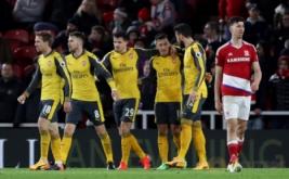 Selebrasi pemain Arsenal Mesut Ozil (tiga kanan) bersama sejumlah rekan setimnya usai mencetak gol ke gawang Middlesbrough pada lanjutan Liga Inggris 2016-2017 di Riverside Stadium, Inggris, Selasa (18/4/2017) dini hari WIB. Arsenal sukses mengalahkan Middlesbrough dengan skor 2-1. (Reuters/Scott Heppell)