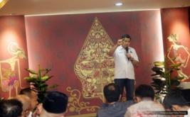 Ketua Umum Partai Perindo Hary Tanoesoedibjo memberikan kata sambutan pada acara konsolidasi untuk pemenangan Anies Baswedan-Sandiaga Uno di kawasan Kebayoran Baru, Jakarta Selatan, Selasa (18/4/2017) malam. Dalam kesempatan ini, Hary Tanoe bersama tim pemenangan Anies-Sandi mengajak seluruh pihak berjuang untuk masyarakat DKI Jakarta yang makmur dan berkeadilan.