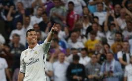 Cristiano Ronaldo selebrasi usai mencetak gol ke gawang Bayern Munich pada leg kedua perempatfinal di Santiago Bernabeu, Rabu (19/4/2017) dini hari WIB. (Reuters/Sergio Perez)