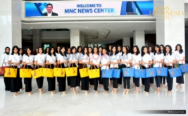 Finalis Miss Indonesia 2017 pada sesi foto bersama di Gedung MNC News Center, Jakarta Pusat, Kamis (20/4/2017). Kunjungan 34 Miss Indonesia ini dalam rangka pengenalan tentang dunia media.