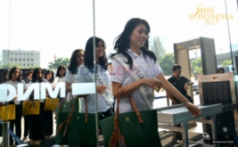 Finalis Miss Indonesia 2017 saat tiba di Gedung MNC News Center, Jakarta Pusat, Kamis (20/4/2017). Kunjungan tersebut guna pengenalan tentang dunia media.