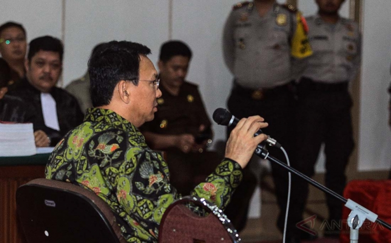 Terdakwa kasus dugaan penistaan agama Basuki Tjahaja Purnama atau Ahok mengikuti sidang lanjutan di Pengadilan Negeri Jakarta Utara, Auditorium Kementerian Pertanian, Jakarta, Kamis (20/4/2017). Pada sidang tersebut beragendakan pembacaan tuntutan dari Jaksa Penuntut Umum. ANTARA FOTO/Muhammad Adimaja/17