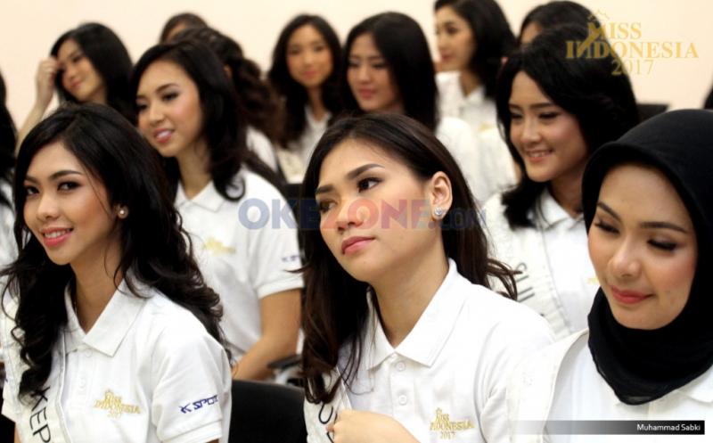 Finalis Miss Indonesia 2017 saat menerima pembekalan oleh MNC Group di Gedung MNC News Center, Jakarta Pusat, Kamis (20/4/2017). Dalam pembekalan ini, 34 Miss Indonesia diperkenalkan unit bisnis dari MNC Group.