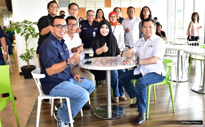 Chairman & CEO MNC Group Hary Tanoesoedibjo (kanan), Direktur Pemberitaan MNC Group Arya Sinulingga (kiri), CEO KORAN SINDO & SINDOnews Sururi Alfaruq (dua kiri), Direktur News & Content Okezone Sylviana Pravita (tiga kiri), pada acara makan bersama redaksi MNC Media di Gedung Financial Center, Kebon sirih, Jakarta Pusat, Kamis (20/4/2017).