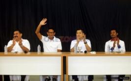 Ketua Umum Partai Perindo Hary Tanoesoedibjo (kedua kanan) bersama dengan Cawagub DKI Jakarta Sandiaga Uno (kedua kiri), Sekjen Perindo Ahmad Rofiq (kanan) dan Ketua DPW Perindo DKI Jakarta Sarianta Tarigan di DPP Partai Perindo, Jalan Diponegoro, Menteng, Jakarta Pusat, Kamis (20/4/2017). Partai Perindo menggelar syukuran keunggulan Anies-Sandi dari Ahok-Djarot, dalam hitung cepat semua lembaga survei terkait Pilkada DKI Jakarta putaran kedua.