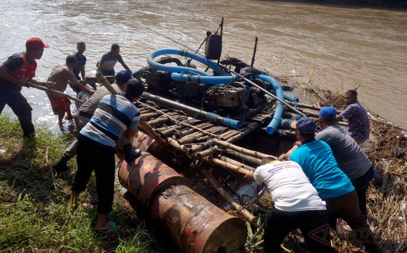Razia Sungai Brantas, Warga Temukan Perahu Penambang Ilegal