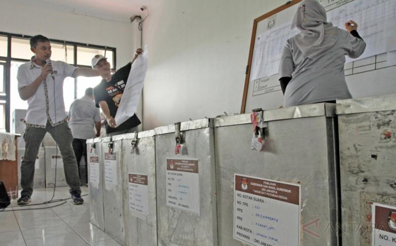 Rekapitulasi Pilkada DKI Putaran Kedua Tingkat Kecamatan