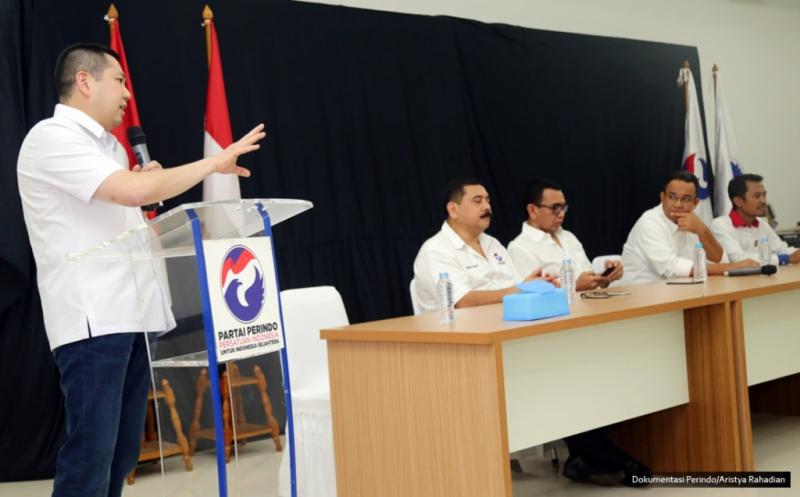 Ketua Umum Partai Perindo Hary Tanoesoedibjo memberikan kata sambutan pada acara syukuran atas kemenangan Anies-Sandi, di DPP Partai Perindo, Menteng, Jakarta Pusat, Kamis (10/4/2017). Partai Perindo menggelar syukuran atas keunggulan Anies-Sandi dari Ahok-Djarot dalam hitung cepat semua lembaga survei pada Pilkada DKI Jakarta putaran kedua.