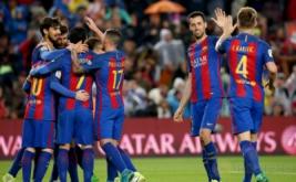 Selebrasi para pemain Barcelona seusai mencetak gol ke gawang Osasuna pada lanjutan Liga Spanyol musim 2016-2017 di Estadio Camp Nou, Inggris, Kamis (27/4/2017) dini hari WIB. Barca mampu menyelesaikan laga ini dengan kemenangan 7-1 atas Osasuna. (REUTERS/Albert Gea)