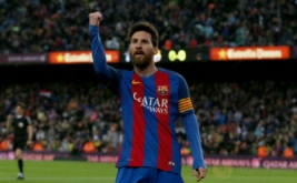 Selebrasi pemain Barcelona Lionel Messi seusai mencetak gol ke gawang Osasuna pada lanjutan Liga Spanyol musim 2016-2017 di Estadio Camp Nou, Inggris, Kamis (27/4/2017) dini hari WIB. (REUTERS/Albert Gea)