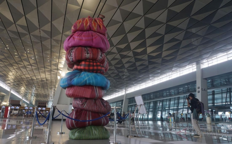 Karya Seni Traveler di  Terminal 3 Bandara Internasional Soekarno-Hatta