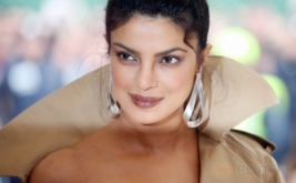 Priyanka Chopra Pakai Gaun Glamour Ini, Repot Gak Sih?