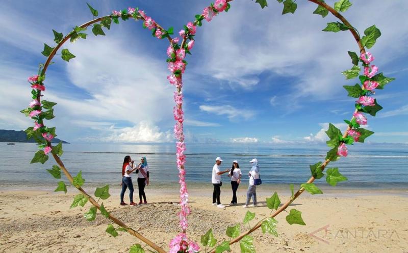 Geliat Wisata di Pantai Kurenai Gorontalo