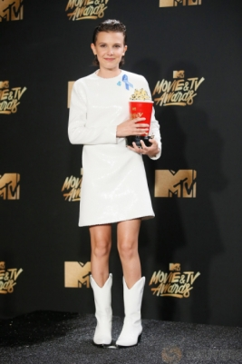 Millie Bobby Raih kategori Best Actor in Show di MTV Movie & TV Awards 2017
