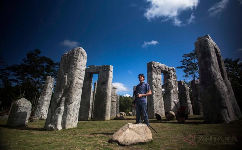 Wisata Bebatuan Buatan Ini Terinspirasi Stonehenge di Inggris