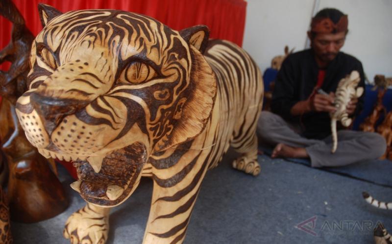 Kerajinan Seni Ukir Solder Ini Dipasarkan Sampai ke Iran