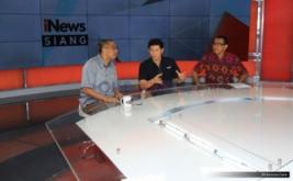 <p>  Menteri Komunikasi dan Multimedia Malaysia Datuk Dr Salleh Said Karuak saat melihat peralatan dan fasilitas studio MNC Media di Gedung MNC News Center, Jakarta, Minggu (14/5/2017).<br />  </p>