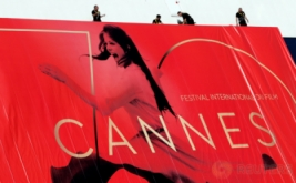Poster Raksasa Bergambar Claudia Cardinale Jelang Cannes Film Festival 2017